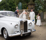 SIL10378 The bride arrives in Bedale