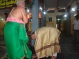 Sri MAV swami acknowledging the felicitation by Sri NS Krishna Iyengar swami, resepctfully