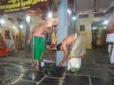 Sri Puthur Raghuraman Swami acknowledging the felicitation of Sri Krshna Iyengar