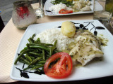 Sea bream with green beans and rice