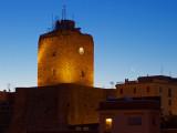 luna dietro il castello