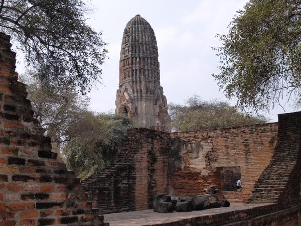 ayuthaya_temple_side P2091501.jpg