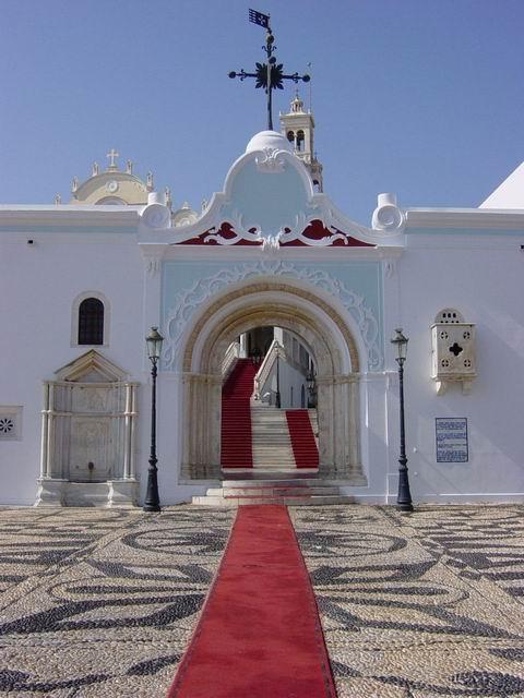 Main entrance... without scores of pilgrims
