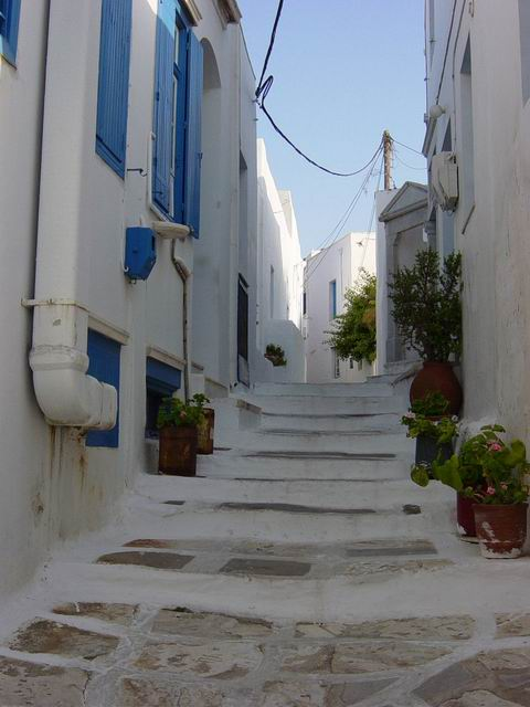 Narrow street, low steps