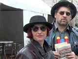 kamerad martin & dr. helene p. beim fach-geschulten schauen