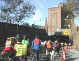 Sixty and hundred milers queue up at the entrance to the Lincoln Tunnel. (Photo by Jim Zisfein)