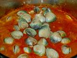 clams in zuppa pot