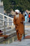 A Sikh man about to enter the pool