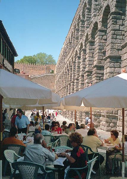 Cafe at Segovia aqueduct