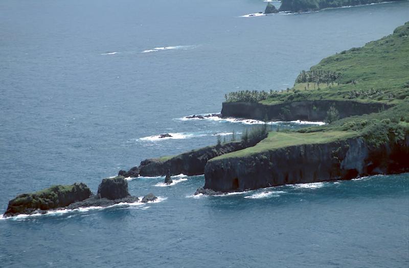 27C-01 Pauwalu Point and Moku Mana Island
