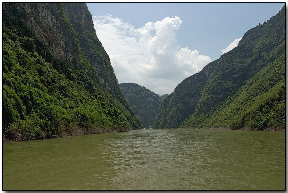 In transit to the Xiling Gorge