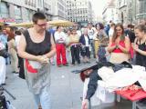 v. l. El Awadalla und Christine Werner in Aktion in Die Engelmacherin