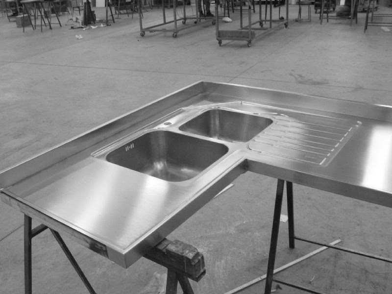 Lavello su misura ad angolo con vasche saldate photo - Flavio photos ...