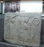 Above the bas-relief is a photograph taken at the time of discovery of this piece.