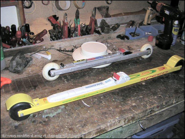 Mes deux paires de ski-roues : modèles skating et classique.