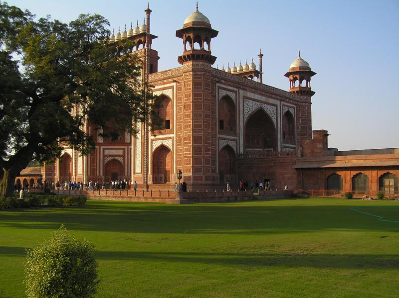 The forecourt to the Taj