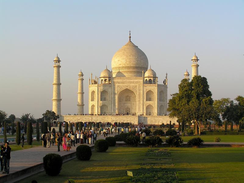 Gardens, Taj and tourists