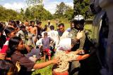 tsunami image-passing out supplies to the locals