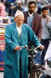 Voyage au Maroc - Vieil homme et son vélo rouillé
