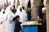 Voyage au Maroc - A Essaouira, achat de pois-chiches au souk