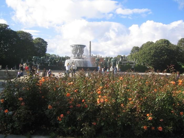 Fountains and Garden in Vigelandsparken.JPG