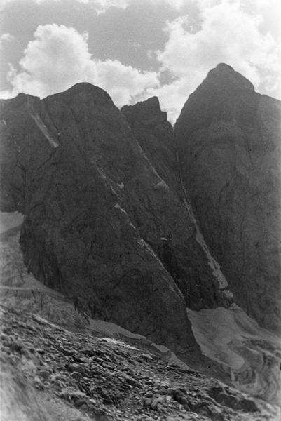 Les sombres murailles de la Face Nord de la Pique Longue