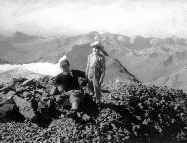 Sommet du Vignemale (3298 m) : JM et son père R. Ollivier