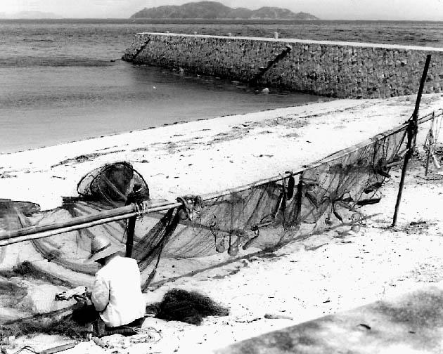 Mending nets 28