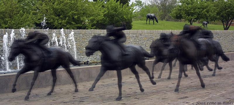 : runaway statues :