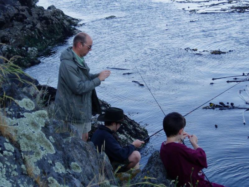 2005 May 28 rigging for fishing.jpg
