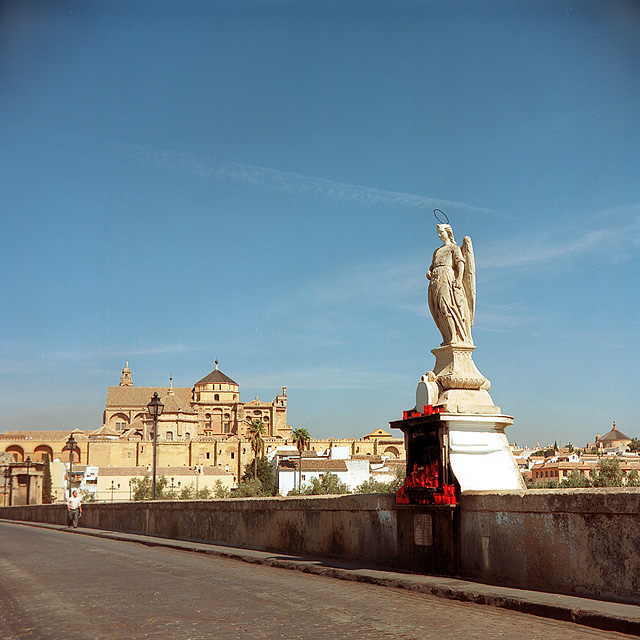 Bridge and Angel, approaching the Mezquita