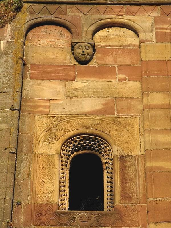 Marmoutier, la fenêtre au visage