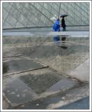 beton, verre, reflet et géométrie (La pyramide du Louvre)