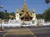Yangon entrance to Shwedagon Pagoda