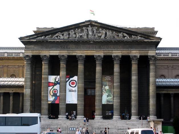 The classical portico of Fine Arts Museum (Szepmuveszeti Muzeum)