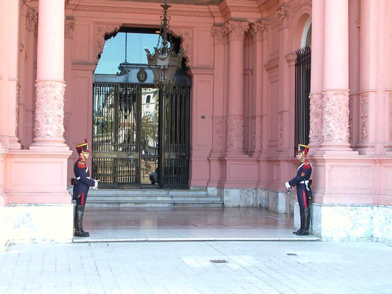 Buenos Aires - Casa Rosado guards