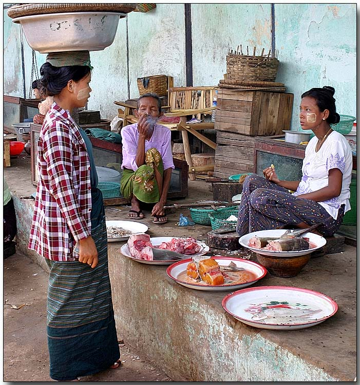 Granny enjoying a cheroot - Nyaungoo village market, Bagan