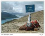 从拉萨前往羊卓雍错湖的山口