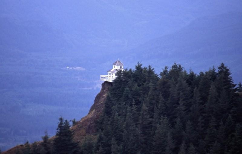 Kloshe Nanich Bluff (Slide)