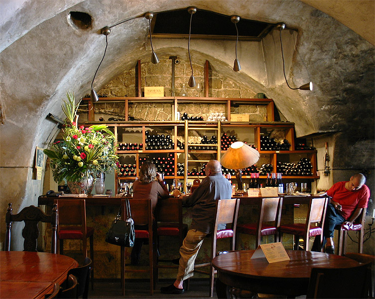Yoezer Wine Bar