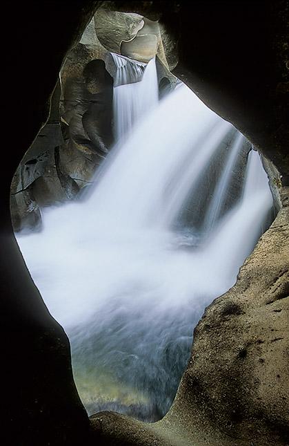 Natural window - Salão do buda, Vale da Lua, Chapada dos Veadeiros