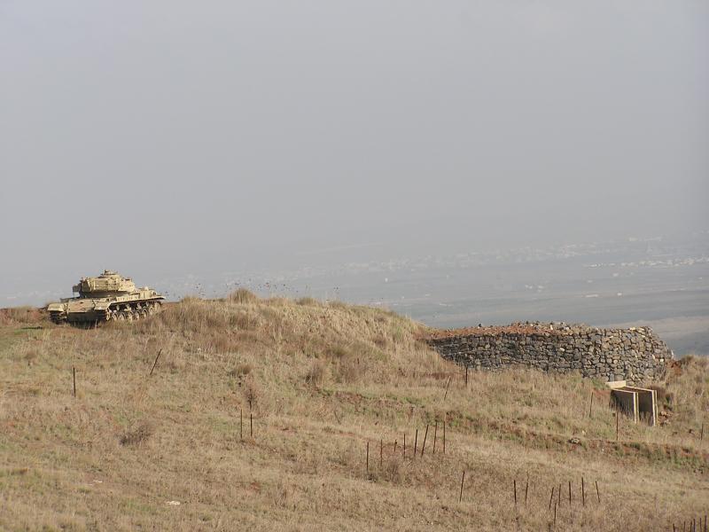 Israeli tank & bunker overlooknig Syrian border