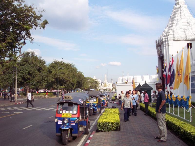 Tuktuks @ The Royal Palace