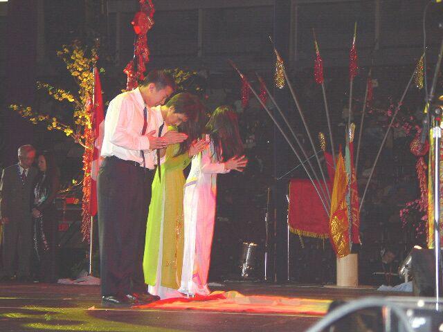 Tribute to the Vietnamese Ancestors/ Lá»… To^?