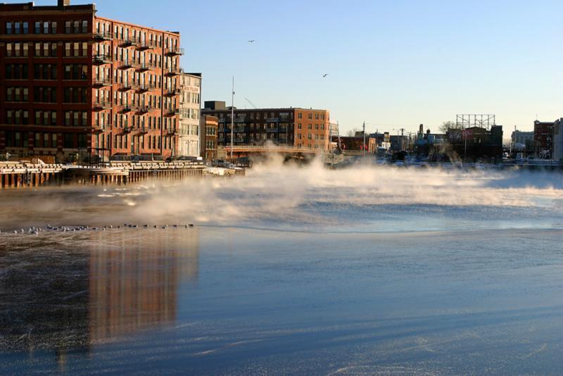 -10 degrees - Milwaukee River south