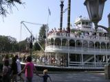 Raddampfer im Disneyland.jpg