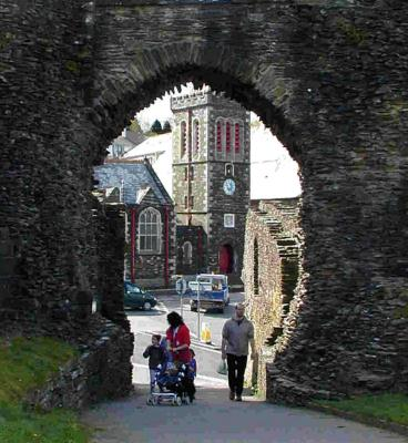 Launceston Castle WestGate 2.jpg