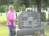 Avelina au pierre tombale d'Émilie