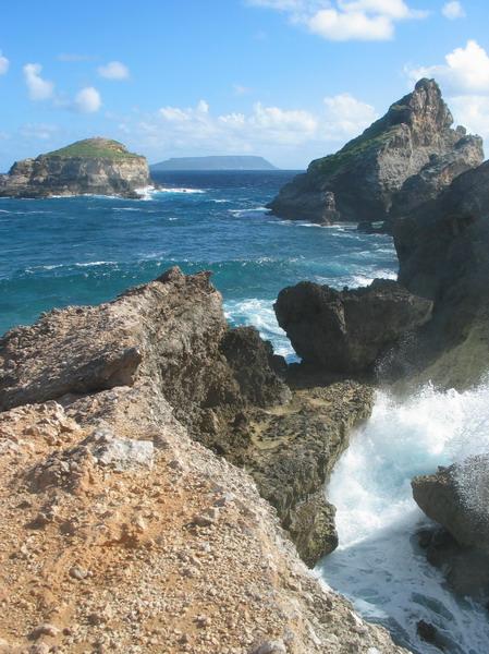 Pointe des chateaux9, vue sur la d'sirade.jpg