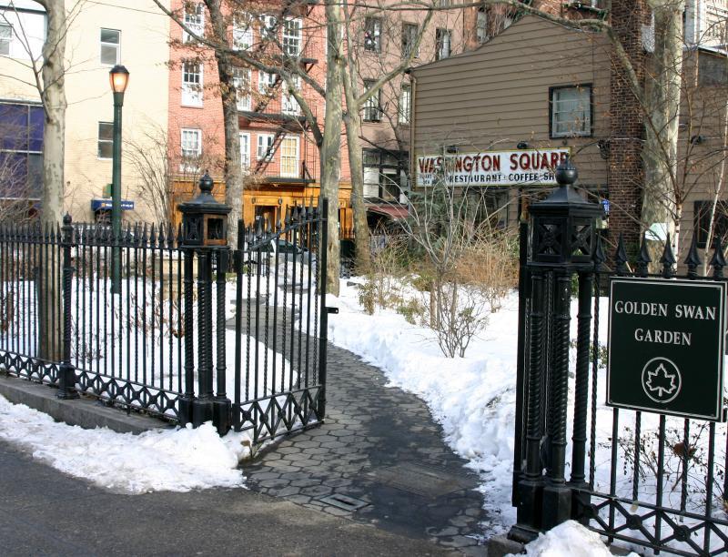 Golden Swan Garden at 6th Avenue